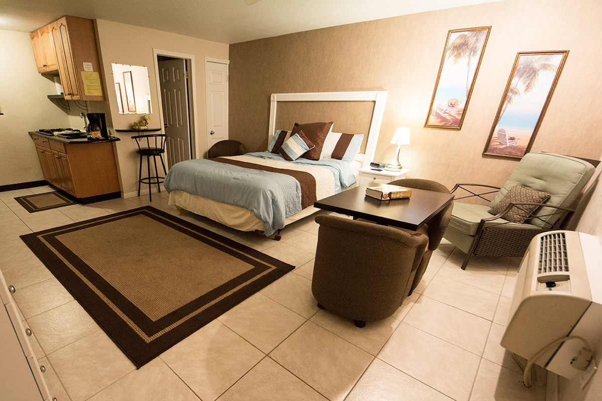 Camelot Beach Suites Contemporary Thumbnail