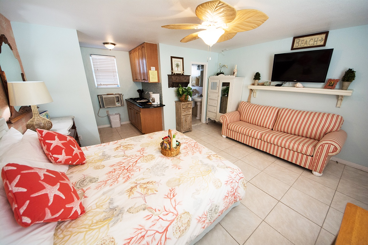 Camelot Beach Suites Florida Retro Preview